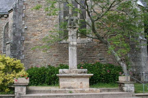PLOUGOUMELEN croix double